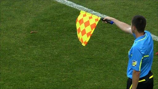 Las reglas del futbol que cambiaron con la historia for Fuera de juego futbol