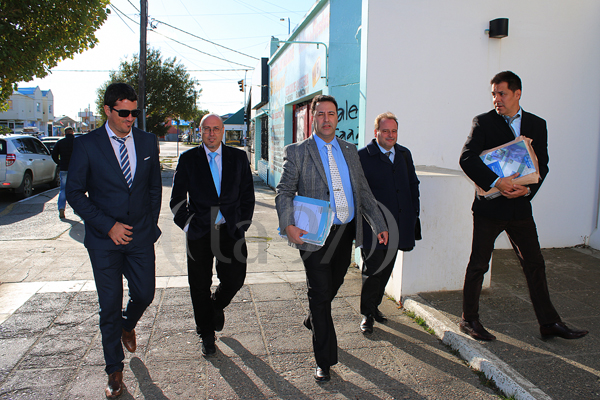 El titular de la PROCELAC, Carlos Gonella, llega a la ciudad para denunciar a las empresas petroleras piratas que operan en Malvinas.