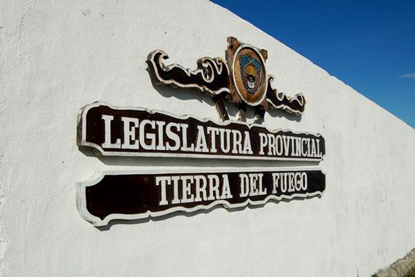 La representaci n en la legislatura qued s lo para tres for Piso 97 radio provincia