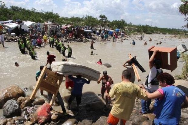 Maduro, disponible a acoger 20.000 sirios tras expulsar
