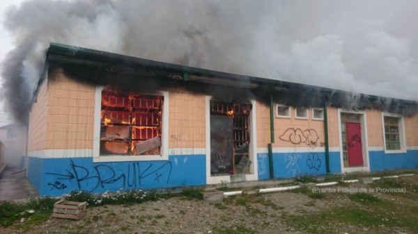 Descomunal incendio arras con un jard n de infantes en la for Leccion jardin infantes 2016