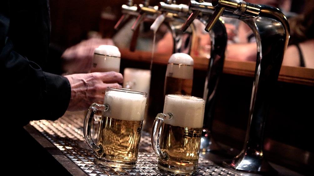 En Estados Unidos, ofrecen una cerveza gratis a los jóvenes que se vacunen contra el coronavirus