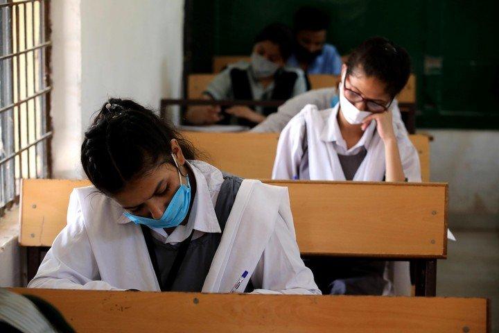 Estudiantes que no aprueban el 70% de los contenidos irían a clases en febrero