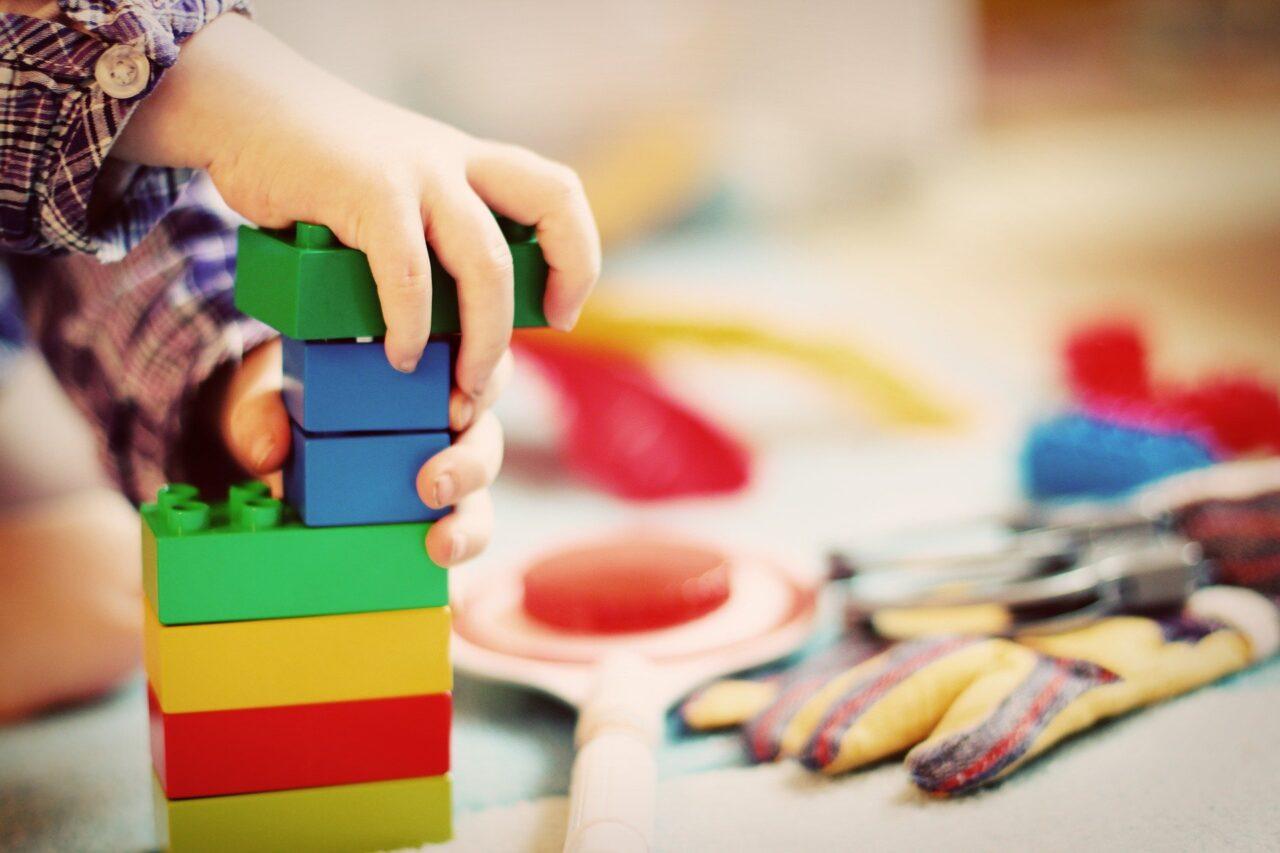 Intercambian churros por juguetes para el Día del Niño