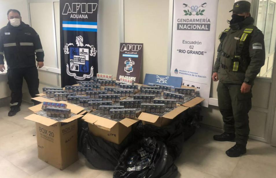 Secuestraron casi 10 mil paquetes de cigarrillos en el límite con Chile