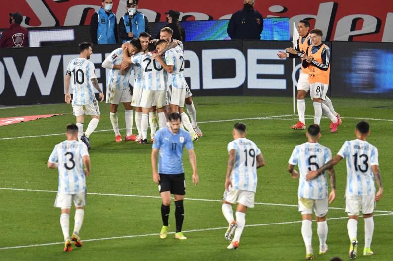 Argentina brilló y derrotó 3 a 0 a Uruguay